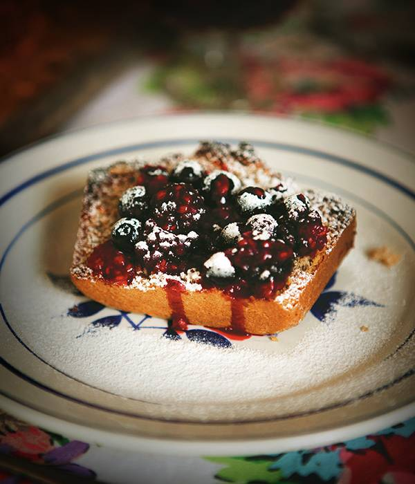 toasted coconut &spelt bread  – withberry compote